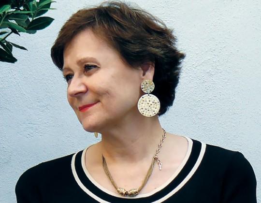 """Un entretien avec Muriel Boulmier, Directrice générale du Groupe CILIOPEE, bailleur social privé en Aquitaine, et présidente du groupe de travail """"Évolutions démographiques et vieillissement"""" du Comité européen de coordination de l'habitat social"""
