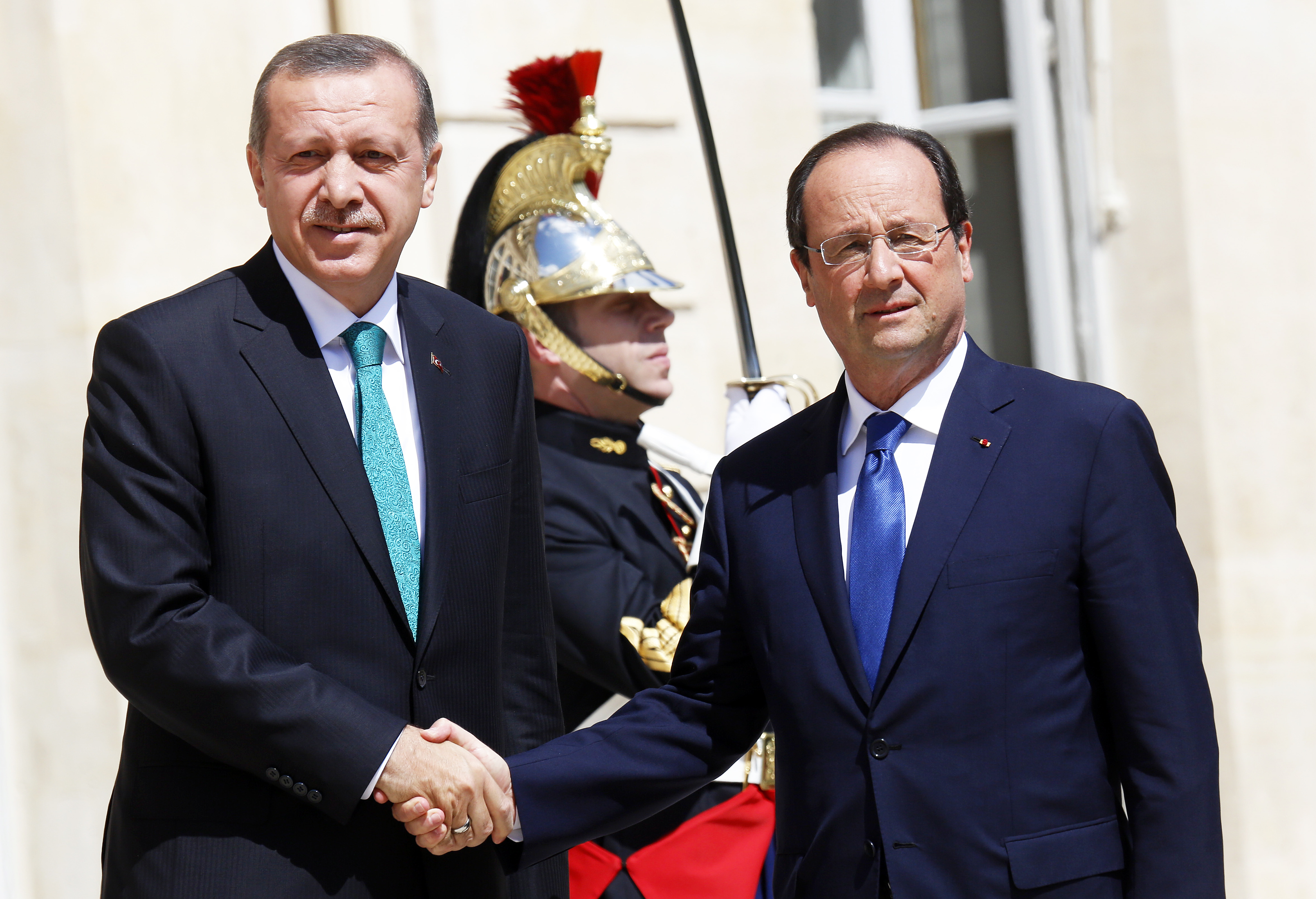 France. Paris le 2014/06/20Recep Tayyip Erdogan Premier Ministre de Turquie est recu au Palais de Elysee.Recep Tayip Erdogan et Francois Hollande se serrant la main© Vernier/JBV NEWS