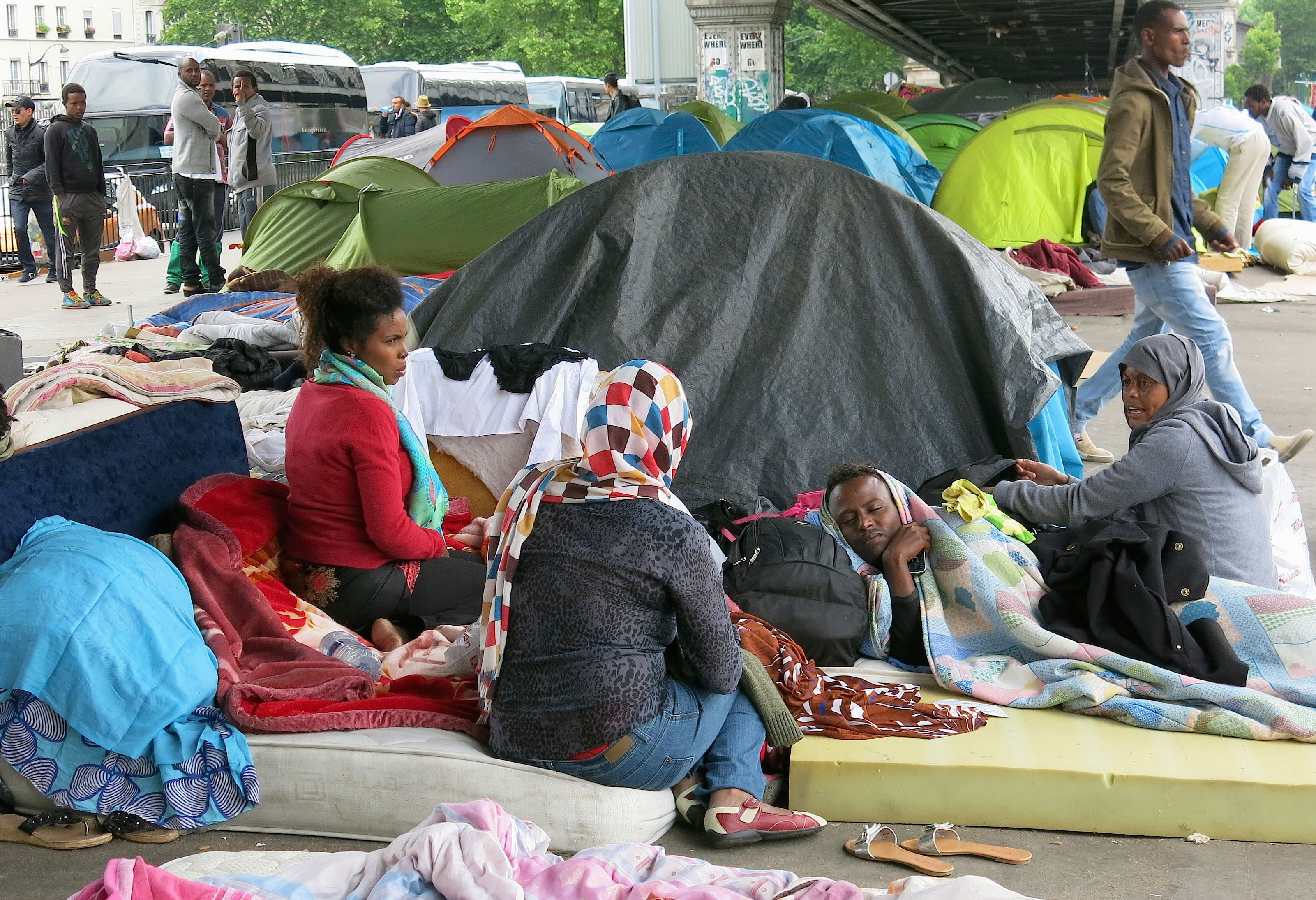 France. Paris le 2015/05/26Campement de migrants a Paris dans le 18 ieme arrondissementRefugies migrants a Paris a la Porte de la Chapelle a Paris dormant sous des tentes