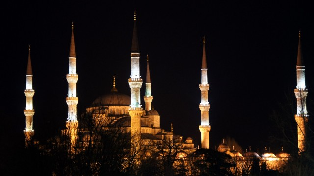 Turquie. Istanbul le 2011/03/01Istanbul Illustration TourismeLa mosquee Bleu a Istanbul ou Sultanahmet Camii vue de nuit en exterieur © Sophie Liedot/JBV NEWSTURQUIE, ISTANBUL,RELIGION, MOSQUEE, MOSQUEE BLEUE, MINARET, MOSQUEE BLEU DE NUIT,