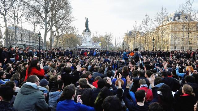 France. Paris le 2016/04/05 Collectif Nuit Debout Place de La Republique manifestant contre la loi sur la reforme du travail  Maniferstant du collectif Nuit Debout sur la Place de la Republique