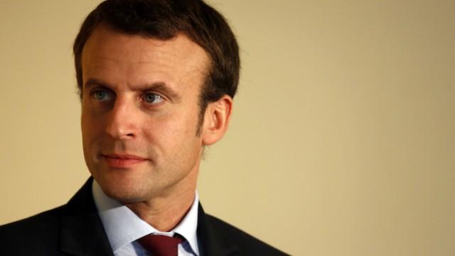 France. Paris le 2015/10/15 Deplacement de Emmanuel Macron Ministre de Economie et de Industrie a La Poste sur la strategie numerique du groupe. Emmanuel Macron portrait