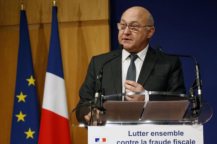 France. Paris le 2015/12/15 Lutte contre la fraude fiscale au ministere des finances a Bercy. Michel Sapin Ministre des comptes publics