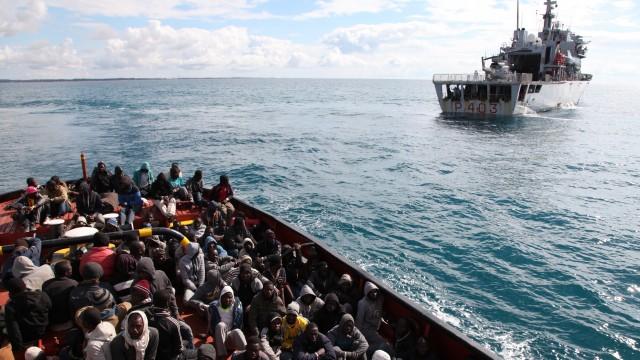 Migrants sur un bateau en mer