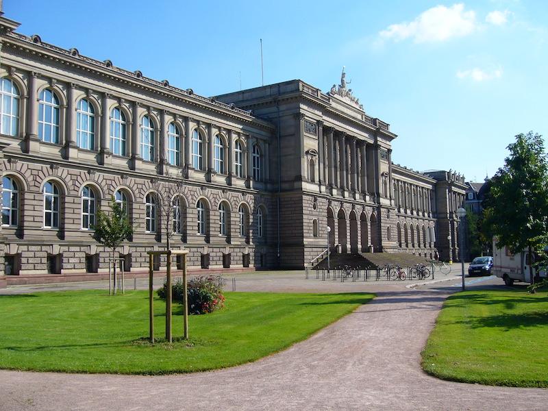 Des financements de Sanofi auront servi à financer une partie de la façade du Palais universitaire de Strasbourg. © Jonathan Martz.