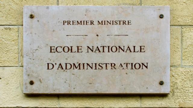 La plaque ornant l'entrée de l'antenne parisienne de l'ENA.