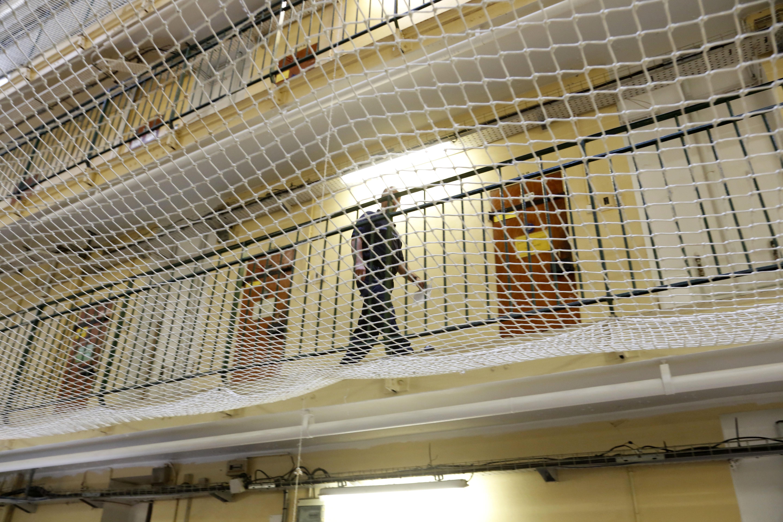 France. Fresnes  le 2016/09/20La prison et Maison Arret de Fresnes Illustration.Personnel et surveillants de Administration Pénitentiaire dans les couloir de la prison et coursives de la prison