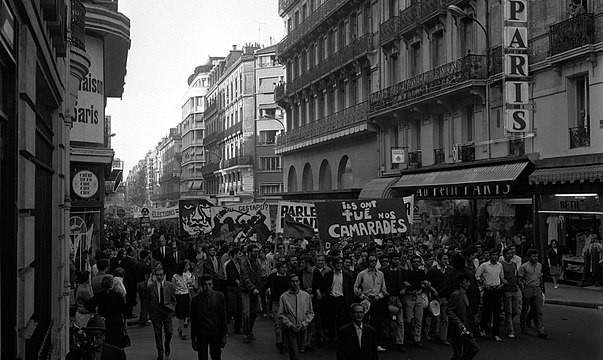 Cortège de manifestants qui défilent rue Alsace-Lorraine (juin 1968)